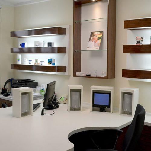 Schreibtisch in einem Brillengeschäft
